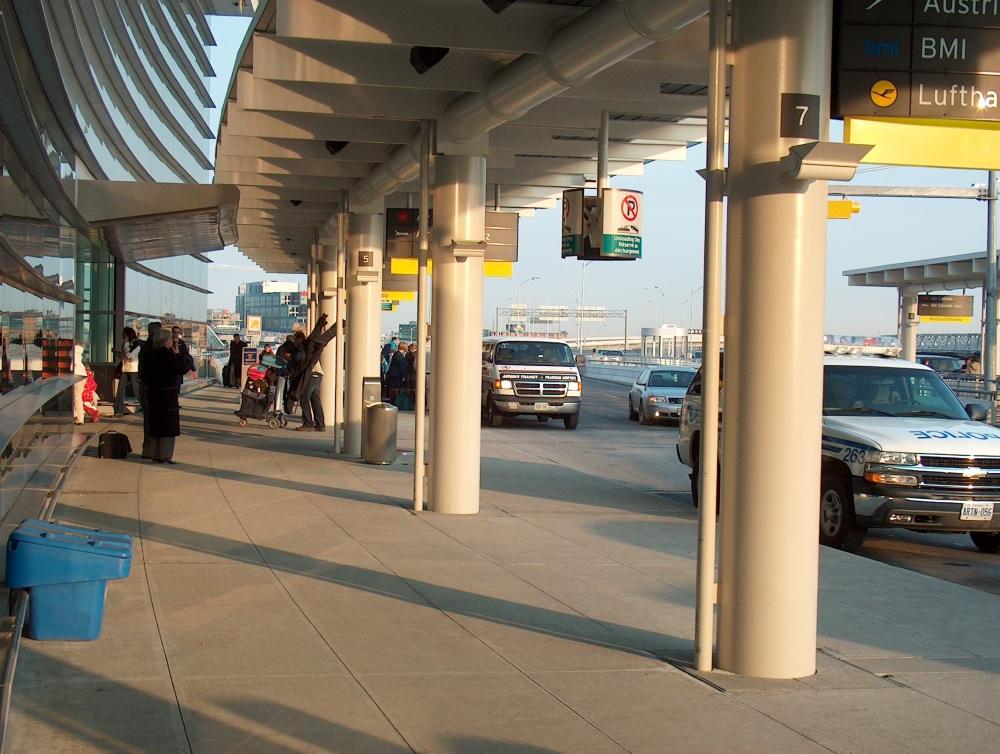Перрон аэропорта им. тов. Пирсона (Торонто)