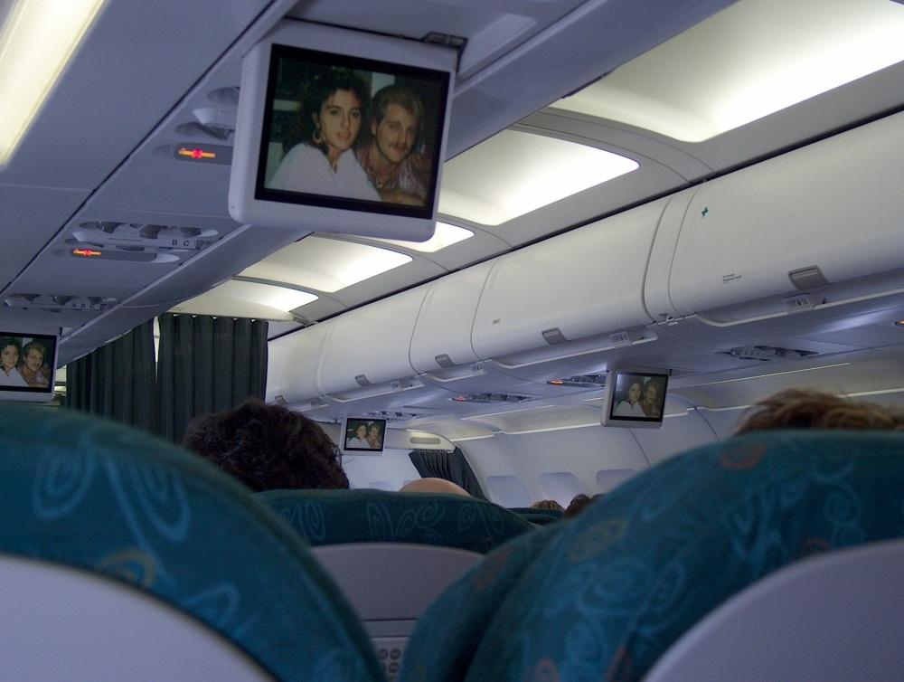 320-ый Аэробус, интерьер. Полёт из Торонто в Виннипег. 19-ое Марта 2005 года.