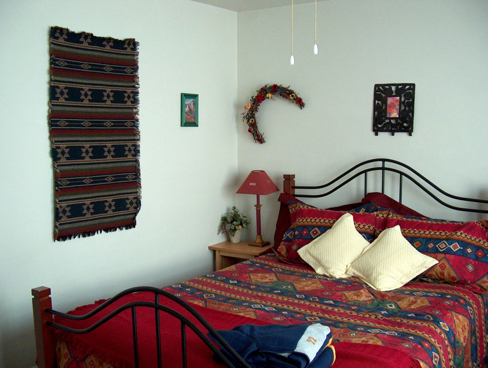 """Фотографии Виннипега. Комната в домашней гостинице """"Дикая Роза""""."""