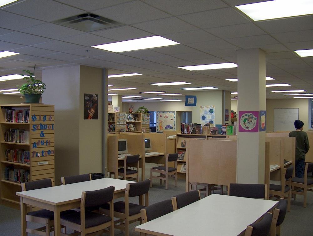 Фотографии Виннипега. Gray Academy. Школьная библиотека.