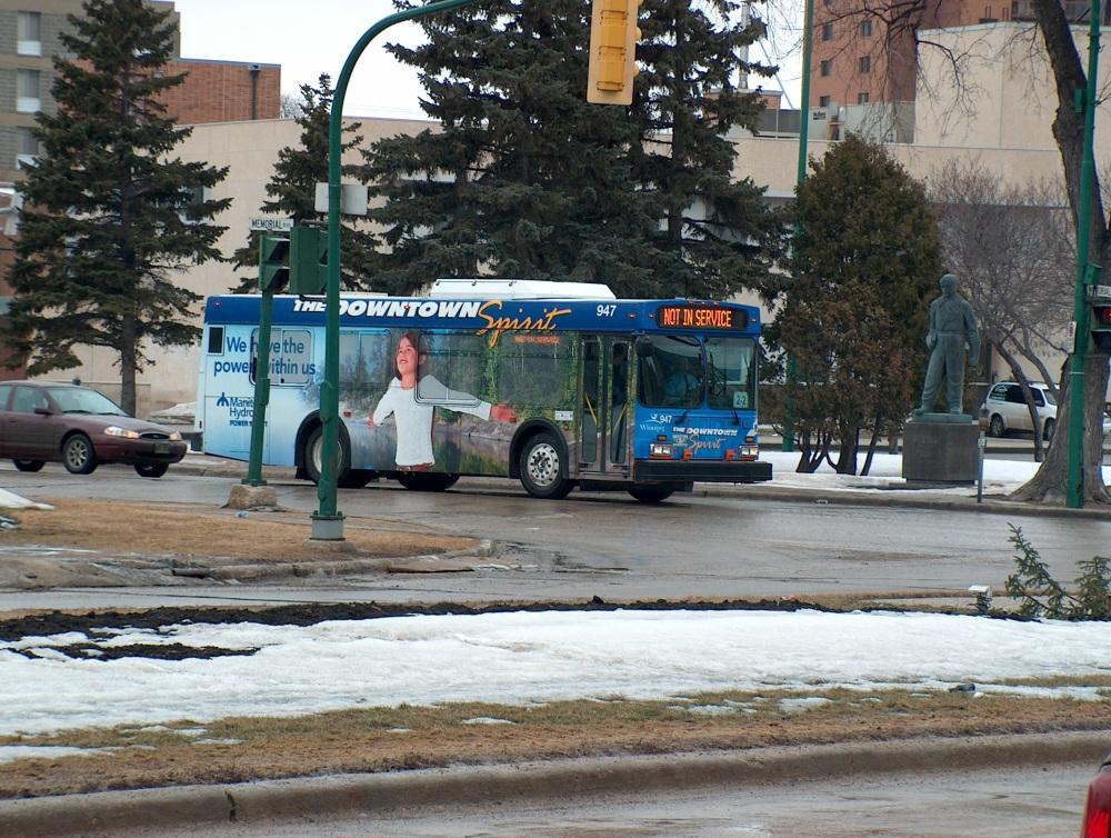 Фотографии Виннипега. Вот такого типа маленькие автобусы курсируют между Forks и основной частью Даунтауна