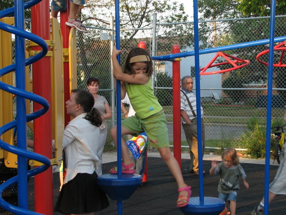 Фотографии Виннипега. Детская площадка. Напоминает броуновское движение частиц.