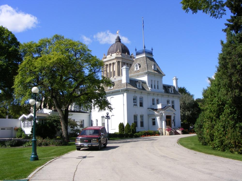 Фотографии Виннипега. Дом генерал-губернатора в августовской зелени.