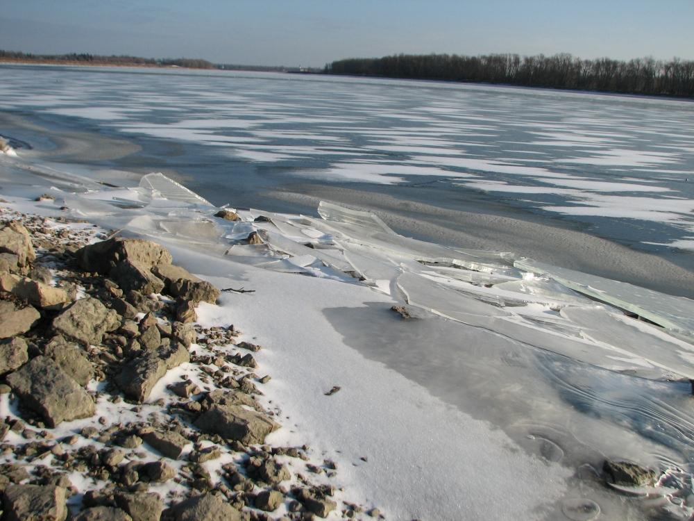 Фотографии Виннипега. Река в районе Selkirk начинает подмерзать.