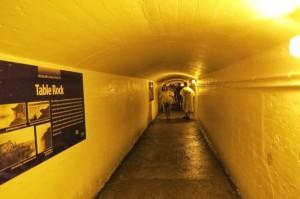 Туннель под водопадом. Пахнет подводной лодкой.