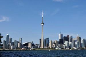 CN Tower - вид с озера